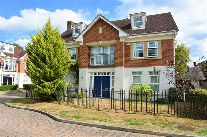 5 Bedrooms Detached House for sale in Drifters Drive, DEEPCUT, Camberley, Surrey