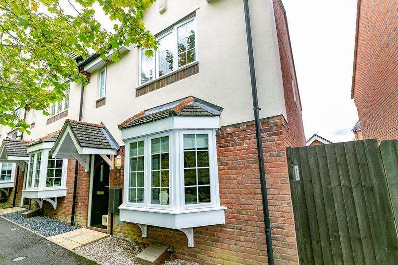 3 Bedrooms End Of Terrace House for sale in Barnet Close, Oakhill