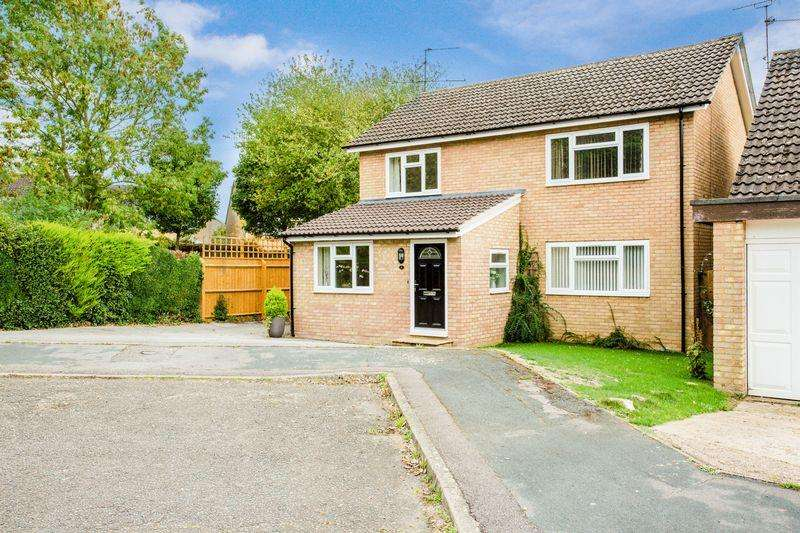 4 Bedrooms Detached House for sale in Bartlett Place, Buckingham