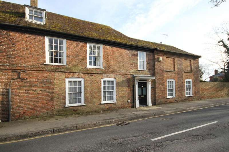 5 Bedrooms House for sale in High Street, Lydd, Kent TN29 9AN