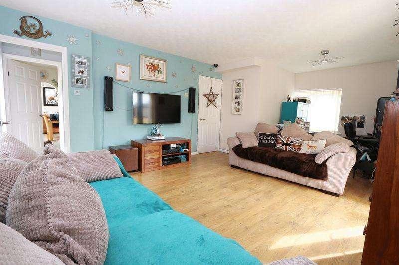 3 Bedrooms Detached House for sale in Nursery Gardens, Milton Keynes