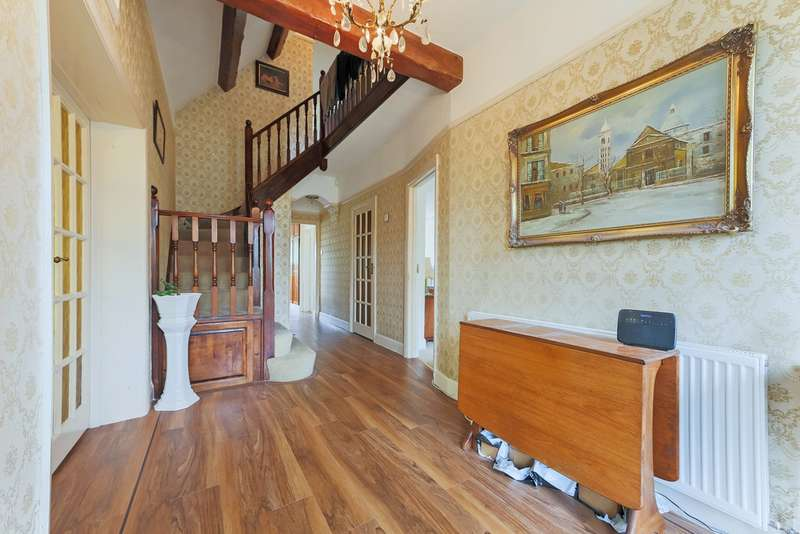 4 Bedrooms Detached House for sale in Christian Fields, Norbury, London SW16