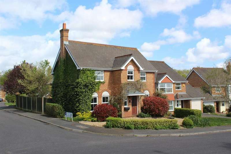 4 Bedrooms Detached House for sale in Twin Oaks Close, Broadstone, Poole