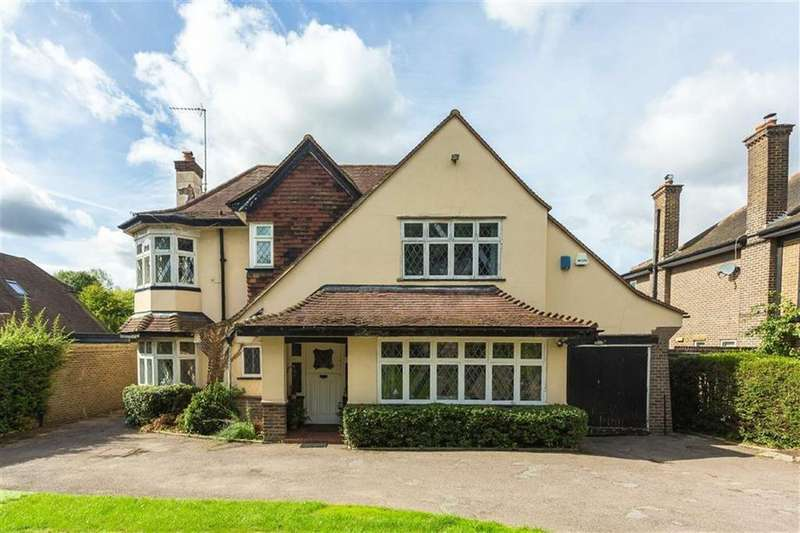 4 Bedrooms Detached House for sale in Great North Road, Brookmans Park, Hertfordshire
