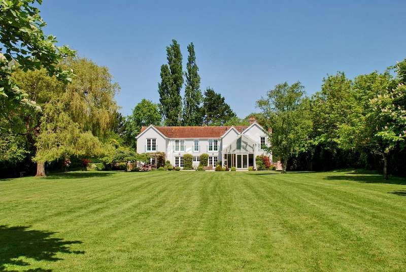 6 Bedrooms Detached House for sale in Lower Pennington Lane, Lower Pennington, Lymington, SO41