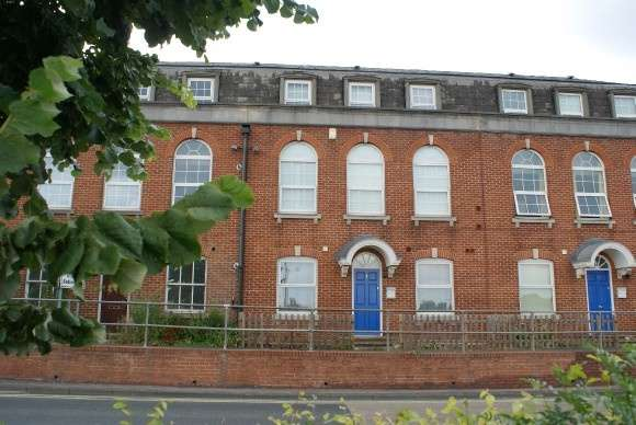 1 Bedroom Flat for sale in East Gate, Flat 8 East Street, Andover