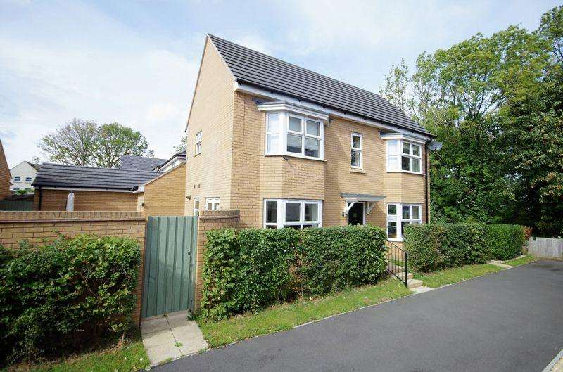 3 Bedrooms Detached House for sale in Oak Leaze, Patchway, Bristol