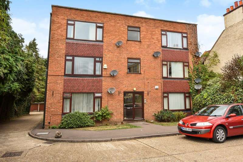 2 Bedrooms Flat for sale in Slough, Bershire, SL1