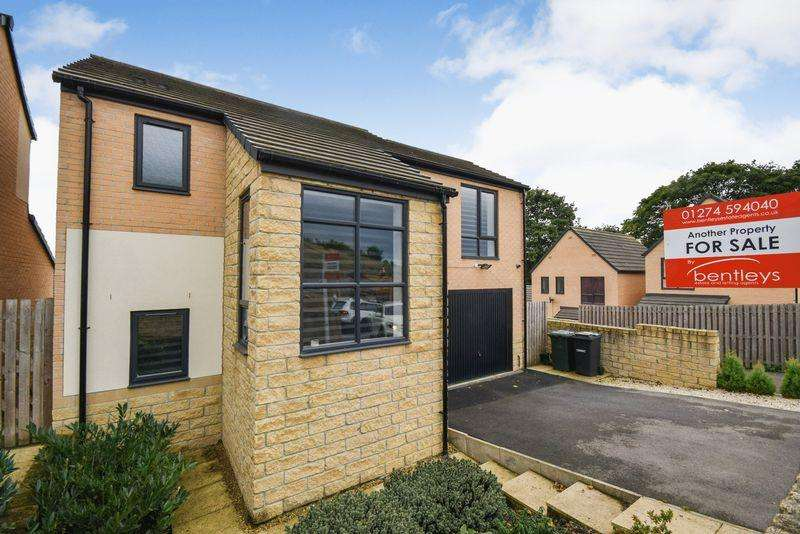 4 Bedrooms Detached House for sale in Poplars Park Road, Bradford