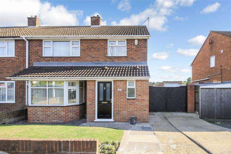 3 Bedrooms Semi Detached House for sale in Holmscroft Road, Luton