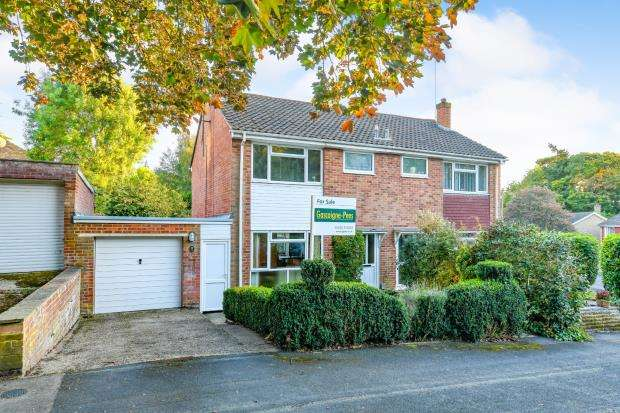 3 Bedrooms Semi Detached House for sale in Farnborough, Hampshire