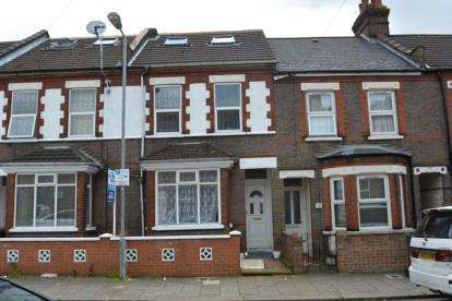 5 Bedrooms Terraced House for sale in Curzon Road, Luton, Bedfordshire