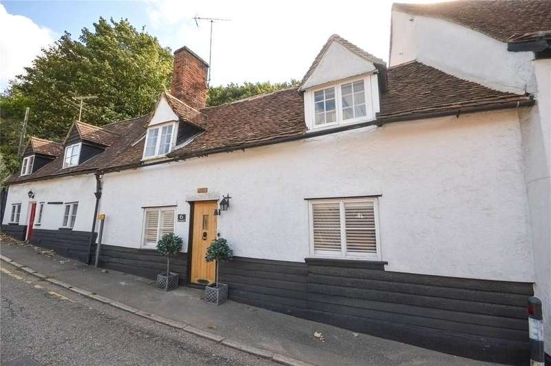 3 Bedrooms Terraced House for sale in Grove Hill, Stansted, Essex, CM24