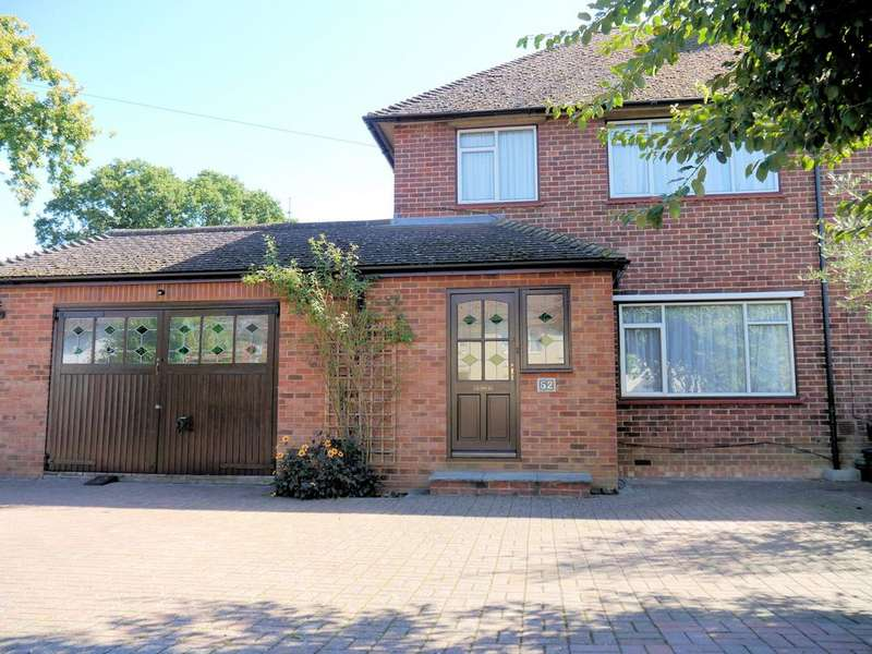 3 Bedrooms Semi Detached House for sale in Stuart Way, Windsor SL4