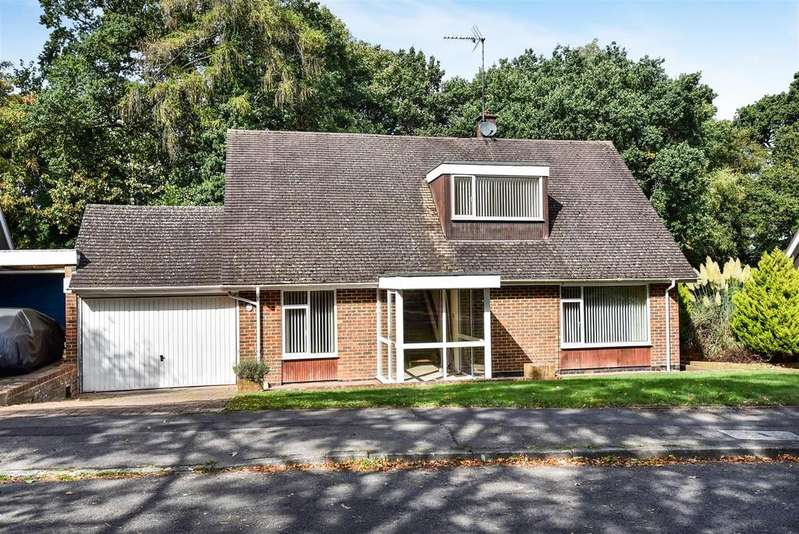 3 Bedrooms Detached Bungalow for sale in Heathermount Drive, Crowthorne, Berkshire RG45 6HJ