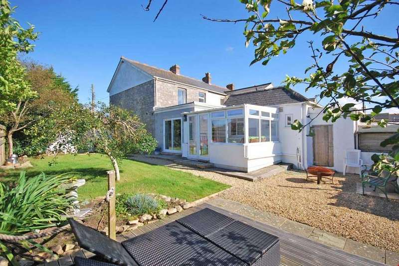 3 Bedrooms End Of Terrace House for sale in Troon, Camborne, Cornwall, TR14