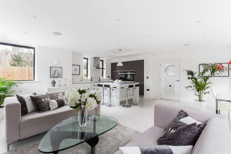 4 Bedrooms Detached House for sale in Darcies Mews, Crouch End