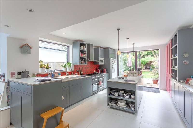 4 Bedrooms Semi Detached House for sale in Princes Road, Buckhurst Hill, Essex, IG9