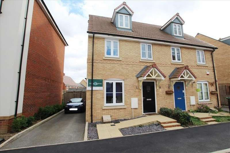 3 Bedrooms Semi Detached House for sale in Maunder Avenue, Biggleswade, SG18