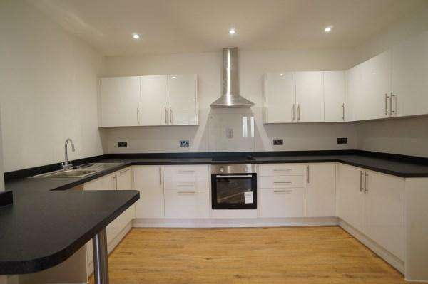 2 Bedrooms Apartment Flat for sale in North Street, Downend, Bristol, BS16 5SW