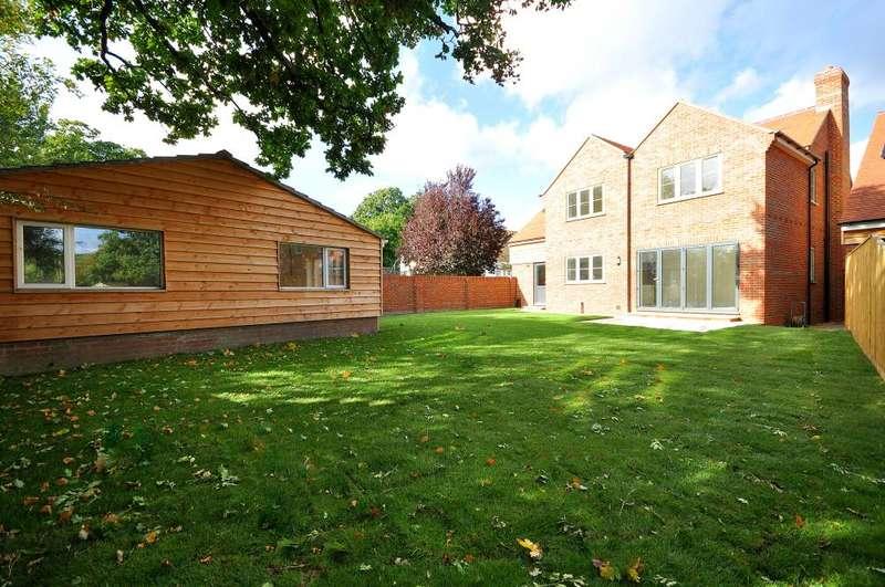 4 Bedrooms Detached House for sale in Edmondsham Road, Verwood, BH31 7PA