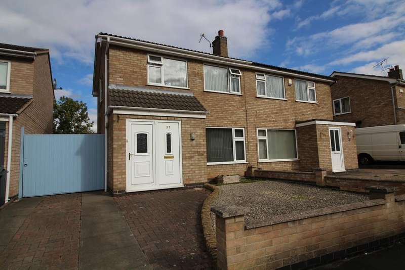3 Bedrooms Semi Detached House for sale in Kinross Crescent, Loughborough