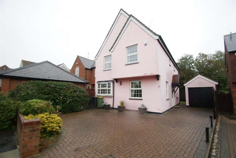 4 Bedrooms Detached House for sale in The Trunnions, Rochford