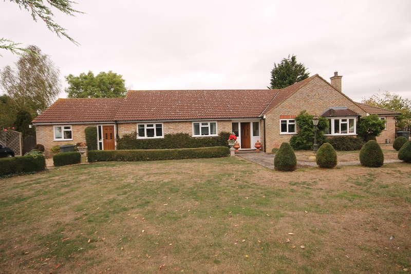 3 Bedrooms Detached Bungalow for sale in Shrubbery Lane, Bedford, MK44