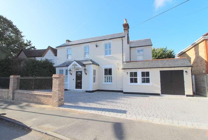 5 Bedrooms Detached House for sale in Coleridge Road, Ashford, TW15