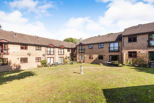 1 Bedroom Retirement Property for sale in Crowthorne Road, Bracknell, Berkshire