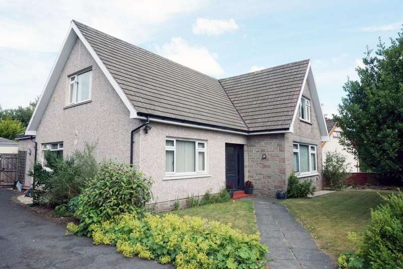 4 Bedrooms Detached House for sale in Bowling Green Road, Strathaven ML10