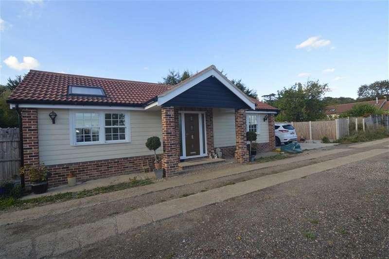 2 Bedrooms Detached Bungalow for sale in Kirkham Shaw, Horndon-on-the-hill, Essex