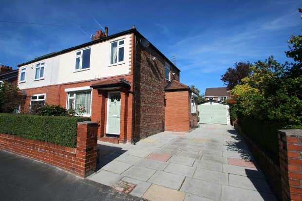 3 Bedrooms Semi Detached House for sale in Dargle Road, Sale