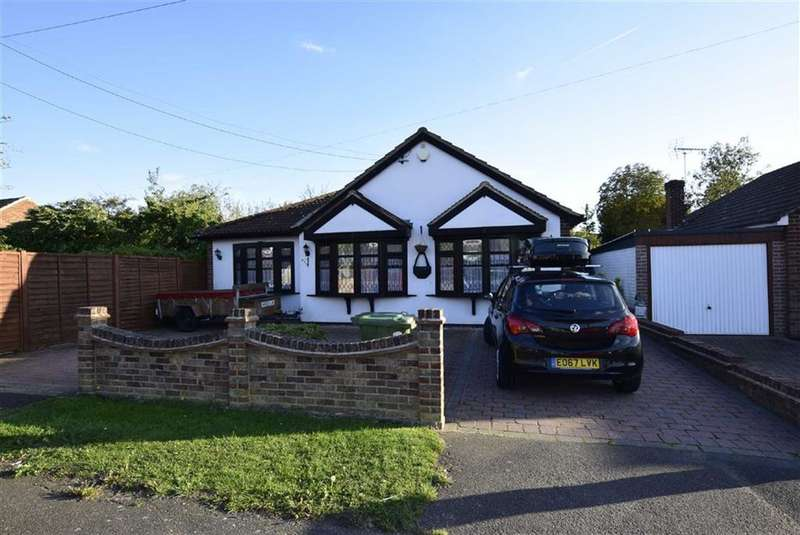 3 Bedrooms Detached Bungalow for sale in West Beech Avenue, Wickford, Essex