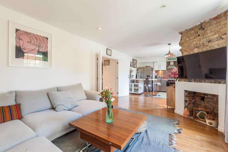 2 Bedrooms Flat for sale in Wilmot Street, Bethnal Green, E2