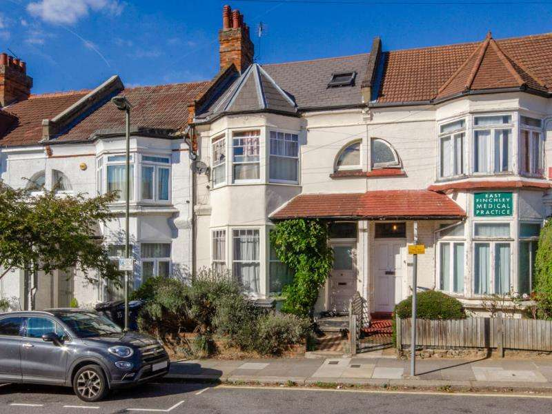 4 Bedrooms Terraced House for sale in Baronsmere Road, N2