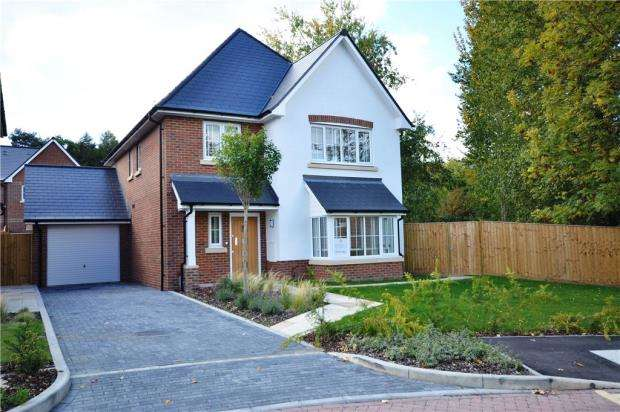 4 Bedrooms Detached House for sale in Victoria Place, Crowthorne, Berkshire