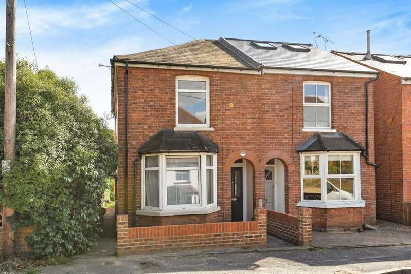 3 Bedrooms Semi Detached House for sale in Carey Road, Wokingham, RG40