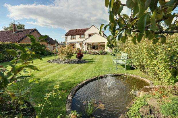 4 Bedrooms Detached House for sale in With Separate Annex, New Road, Bream, Lydney