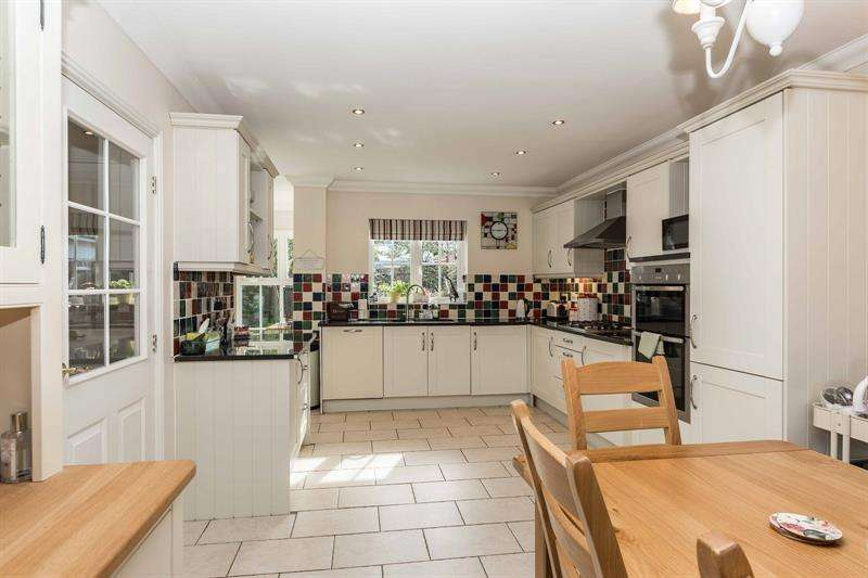 5 Bedrooms Detached House for sale in Jarvis Fields Bursledon