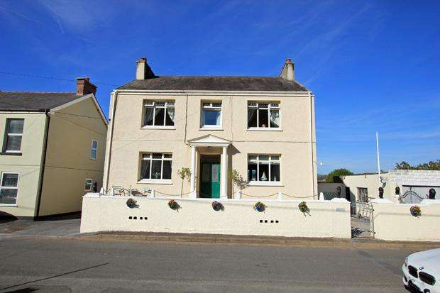 4 Bedrooms Detached House for sale in , Ferryside, Carmarthenshire