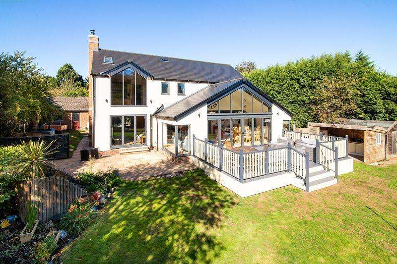 5 Bedrooms House for sale in Chapel Lane, Whittington