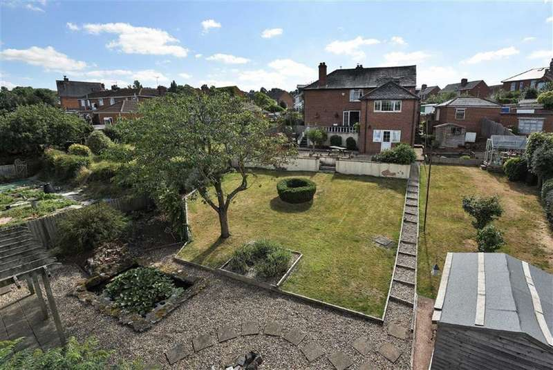 4 Bedrooms Detached House for sale in Larch Road, St Thomas, Exeter, Devon, EX2