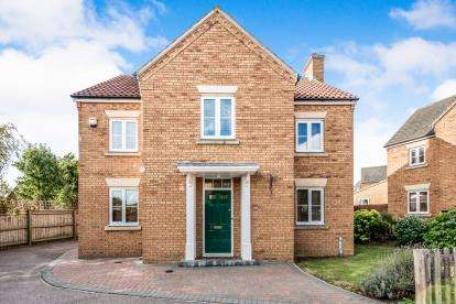 4 Bedrooms Detached House for sale in Ashcraft Close, Marston Moretaine, Bedford, Bedfordshire