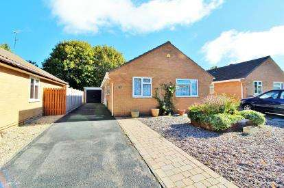 3 Bedrooms Bungalow for sale in Swallow Park, Thornbury, Bristol