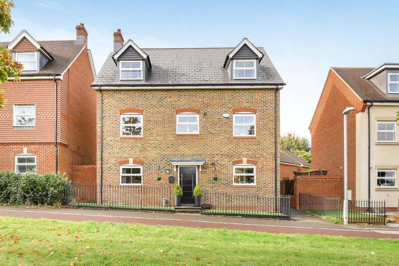 5 Bedrooms Detached House for sale in Jennetts Park, Berkshire, RG12