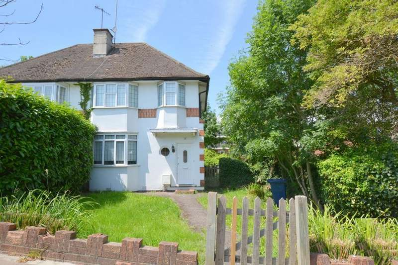 3 Bedrooms Semi Detached House for sale in Newark Way, London