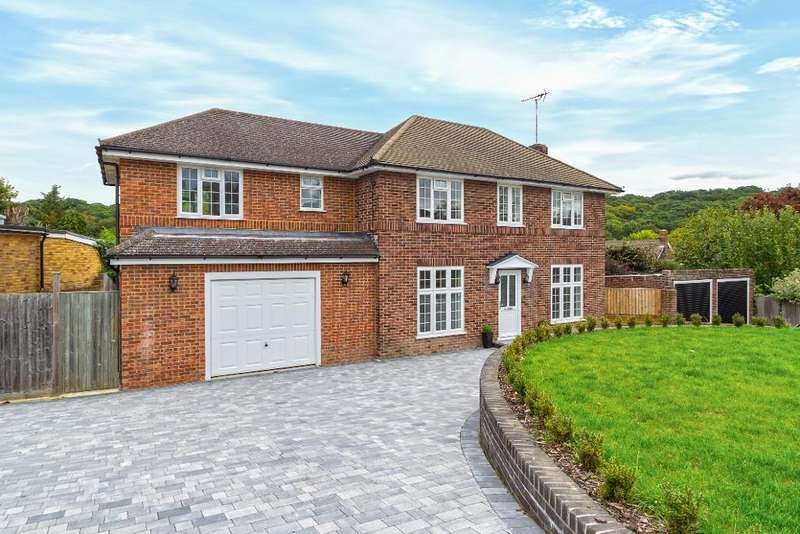 4 Bedrooms Detached House for sale in Trinity Close, South Croydon, Surrey, CR2 0EP