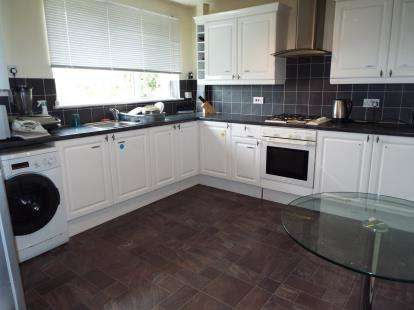 3 Bedrooms Terraced House for sale in Polzeath Close, Luton, Bedfordshire
