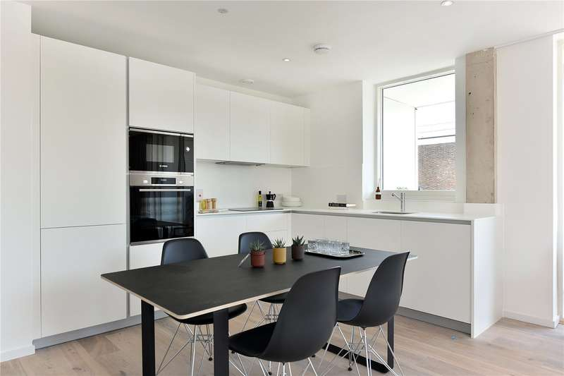 3 Bedrooms Flat for sale in The Stack, Homerton, E9
